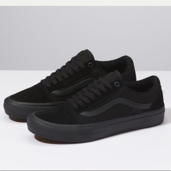 vans ultracush all black